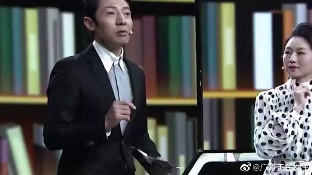 广东粤剧院院长曾小敏演唱《荔枝颂》……