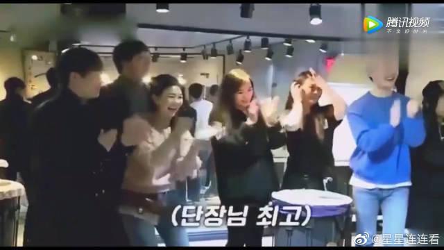 秋瓷炫带于晓光见韩国组合! 姑娘看到于晓光乐开了花!