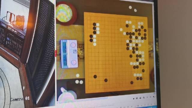 杨鼎新白棋反击 黑棋有些难办……