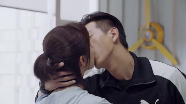韩商言太实诚,想亲佟年 直接问人家接吻吗?