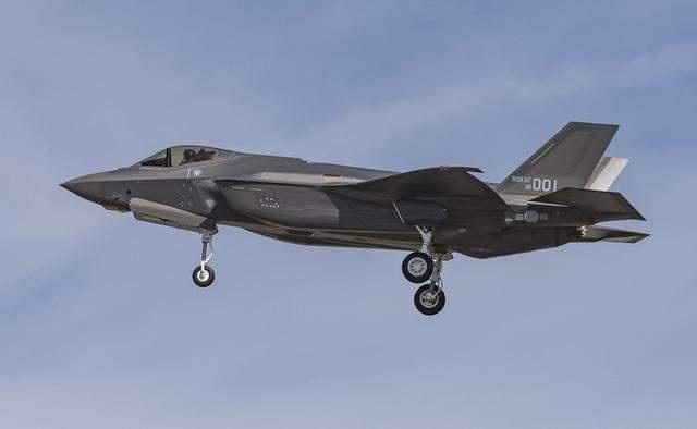 阿联酋刚敲定了一份军火大单,50架F35A嫌不够用,还想要EA-18G