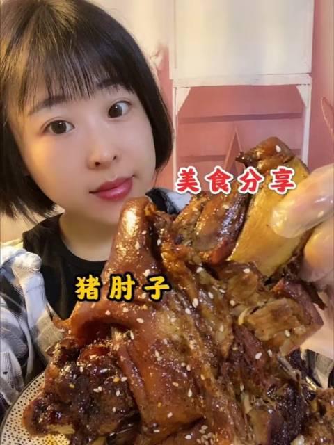 刘晓样、美食分享: 姐妹们,今天给大家研究麻辣烫了…………