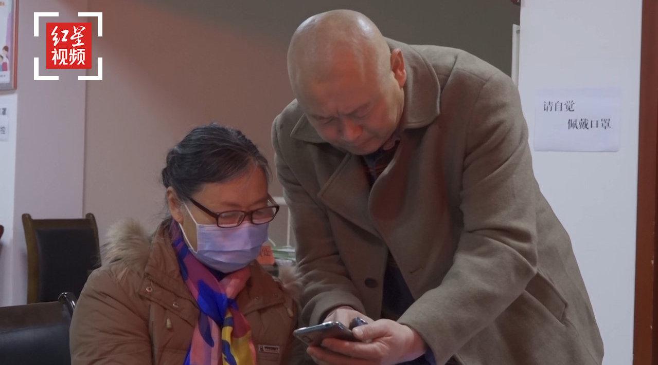 成都一老年大学开设免费智能手机课:学生最大年纪88岁!