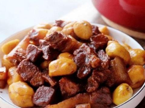 美食推荐:辣白菜排骨火锅面、板栗仁烧排骨、香酥小零食的做法