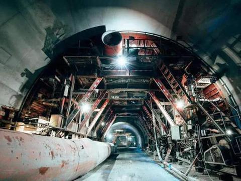 """""""基建狂魔""""再次大显身手,建成世界第三特长公路隧道"""