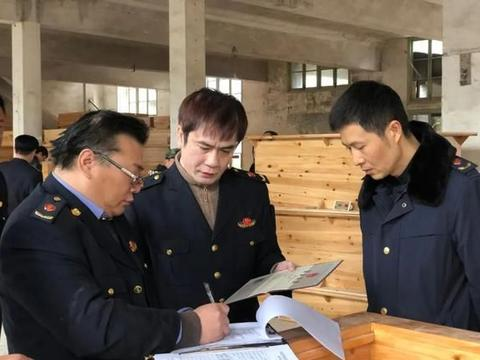 湖南怀化:某县执法人员集中销毁50余个取暖神器,只为这件事