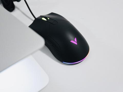 品味指尖啪啪啪,午夜炫彩更随心,雷柏V30幻彩RGB游戏鼠标体验