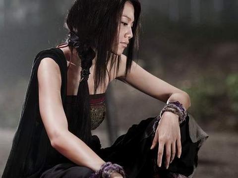 还记得周星驰电影《西游》周秀娜吗?如今新剧搭档张智霖黄宗泽