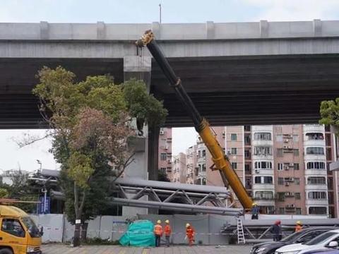 广东一在建大桥人行桥垮塌!施工不规范、安全无保障,不止第一次