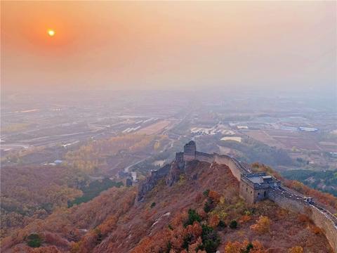 秦皇岛山海关有一处角山长城,充满了沧桑感,很多游客没来过