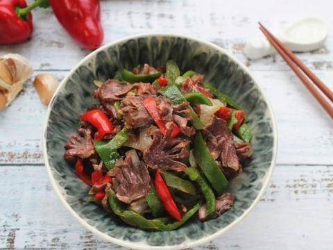 鸭胗加入黑胡椒用烤箱烤一烤,做法很简单,简直太美味了