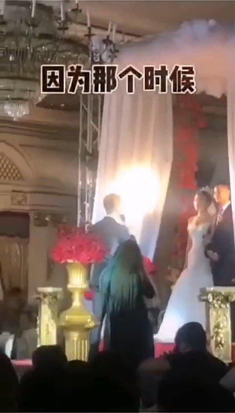 新郎宣读结婚誓词,结果不小心喊错了新娘的名字……