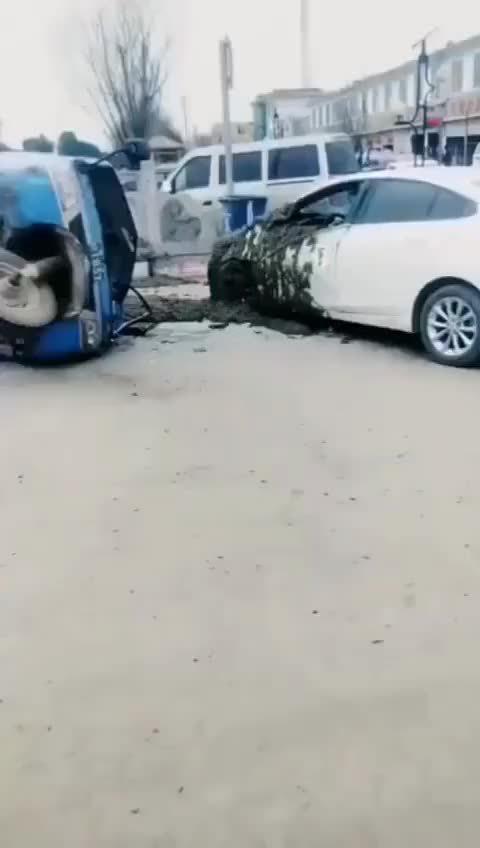 与拉粪车相撞现场,求小车司机心理阴影面积