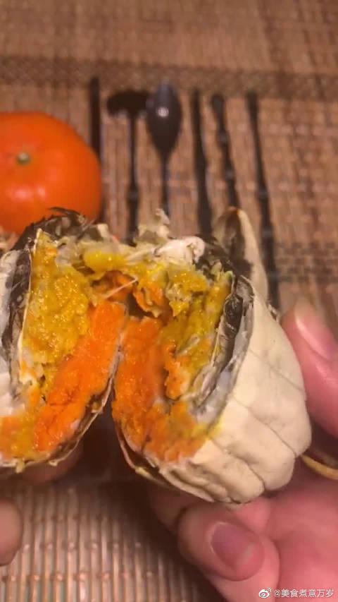 阳澄湖买的大闸蟹,看到蟹黄真以为是赚了…………