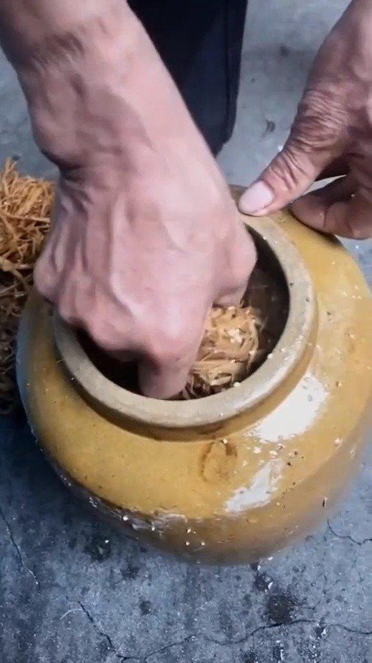 几十年的味道依旧是那么怀念,每次出门远行,这榨胡椒就是必带!