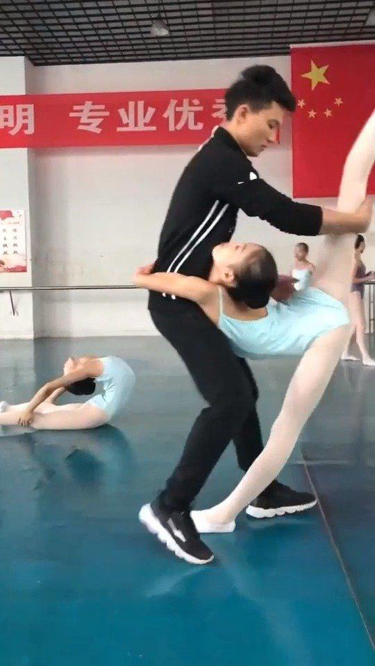 小情人练舞,看得我实在不忍心,你这么漂亮没必要这么拼命的