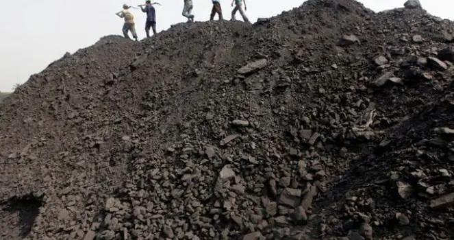 柳叶刀:印度一年有近10万人死于煤炭燃烧,平均每小时10人