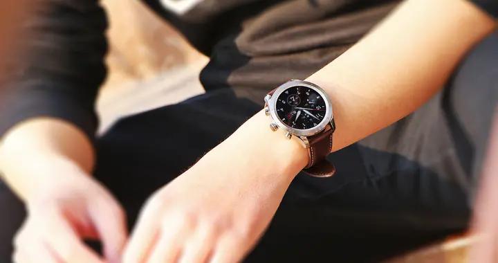 Zepp Z体验:钛合金表壳+真皮表带,机械感十足的智能手表
