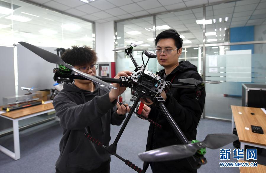 """天津滨海新区:自主创新为无人机产业""""添翼"""""""