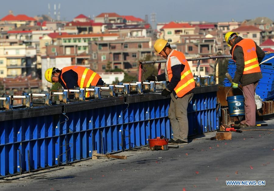 Laborers work at the construction site of Meizhou Bay cross-sea bridge of the Fuzhou-Xiamen high-speed railway in southeast China's Fujian Province, Dec. 2, 2020. The 14.7-km-long bridge is part of the province's Fuzhou-Xiamen high-speed railway, the first cross-sea high-speed railway in China, which is expected to be put into operation in 2022. (Xinhua/Wei Peiquan)