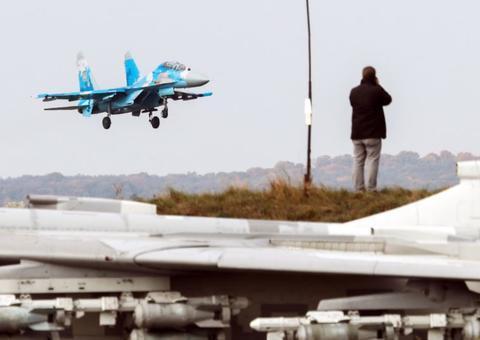 乌克兰重建空军,或将彻底抛弃苏系战机,妄想采购美国F-35和F-16
