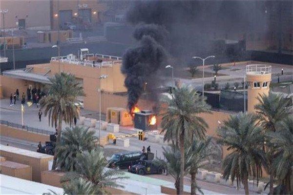 凌晨传出一声巨响,多枚火箭弹冲向美大使馆,已造成多人死亡