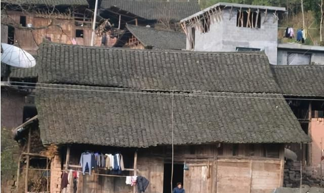 """农村俗语""""住了抬轿房,家破人也亡""""是啥意思?老话还在理吗?"""
