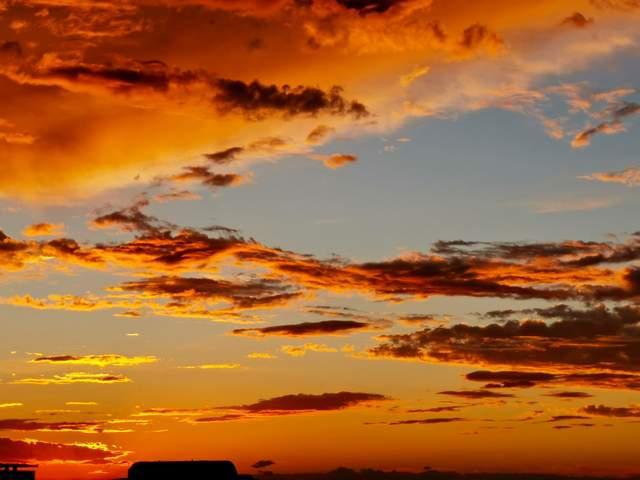 每一次能看到这样红彤彤的落日晚霞,都满心欢喜