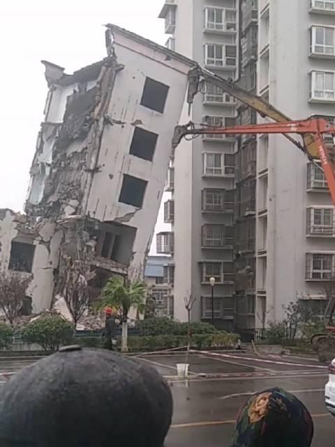 OMG,这房子咋拆的呢?