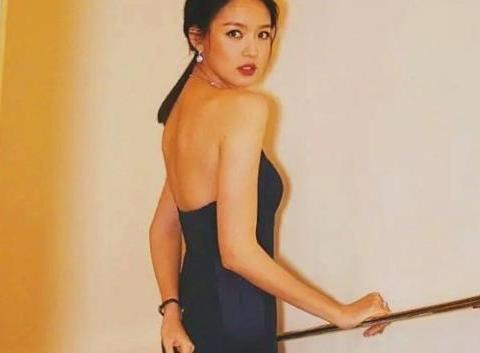 她比刘雯还漂亮,拒绝豪门求婚嫁给爱情,如今35岁美得像少女