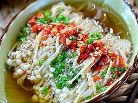 美食精选:乳酪煎蛋卷,西红柿鸡汤面,糯米切糕,剁椒蒸金针菇