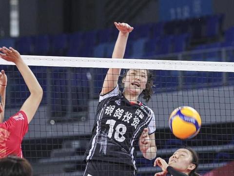 中国女排迎来新课题,又一高大二传露馅,两次低级失误葬送比赛