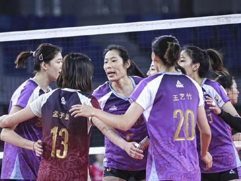 双外援合砍39分!助力上海女排3-1力克北京,半只脚已踏进6强!