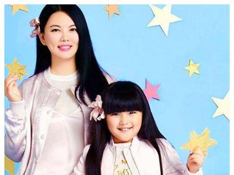 """李小璐、戚薇的女儿神似自己, 但看到唐嫣和妈妈: """"克隆! """""""