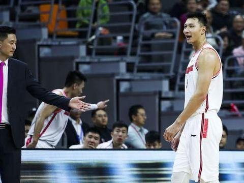 广东队太厉害了,总命中率56%,三分球命中率50%,39分大胜山西!