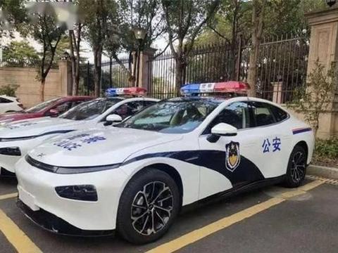 """小鹏P7变""""警车"""",网友:""""请问还招辅警吗?"""""""