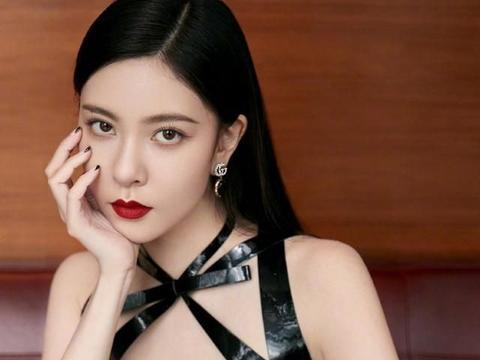 演员宋妍霏,网剧《穿越火线》正在热播,来欣赏一组美美哒照片