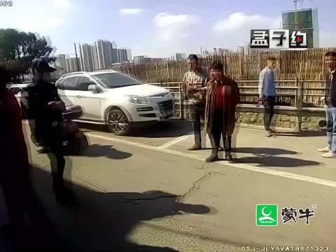 车辆停路边,车漆被毁,是谁搞的鬼?