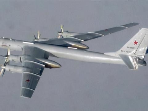 俄罗斯图142反潜机连续飞行7000公里,威慑美国?