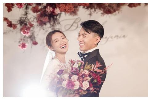 TVB型男袁文杰与女友低调结婚,两人结束九年爱情长跑