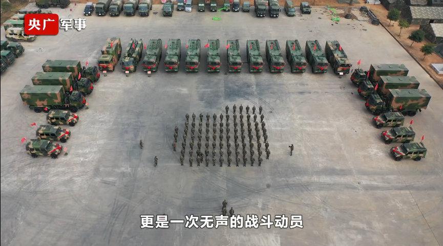 升级换代!火箭军新型战车入列即成战斗力