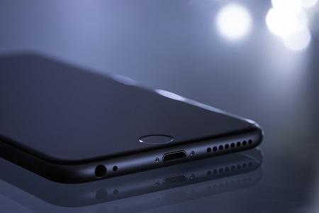 """你的iPhone电池还好用吗?苹果""""电池门""""面临诉讼"""