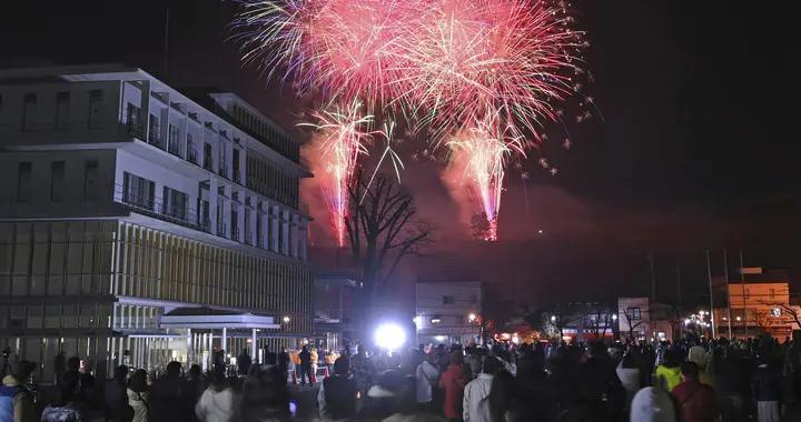 日本大阪举行盛大夜祭庆典 绚烂烟花扮靓冬季夜空