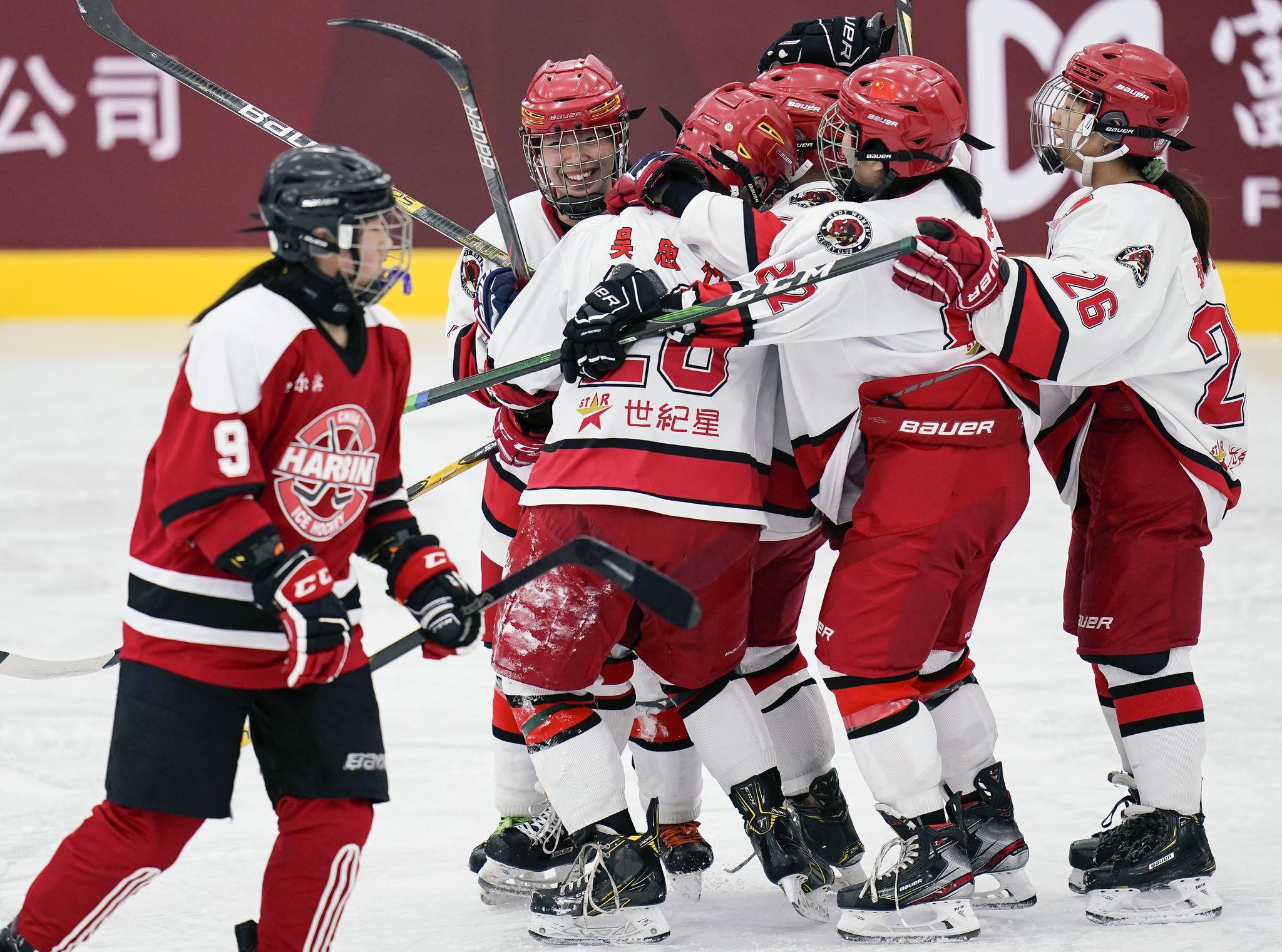 全国冰球锦标赛女子组 上海队和北京队分获小组第一