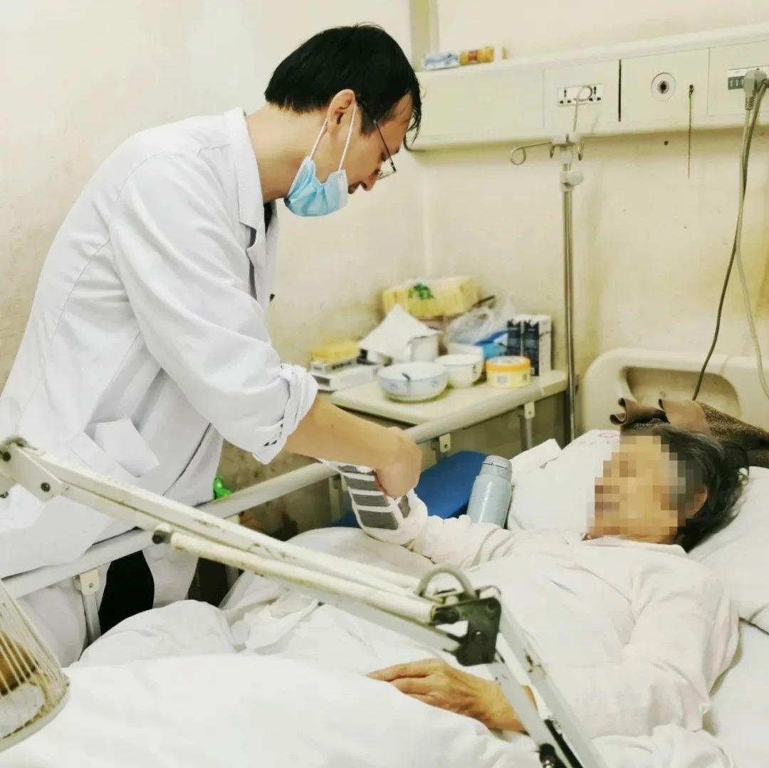 百岁老人骨折,专家联手修复!高龄并非手术禁忌