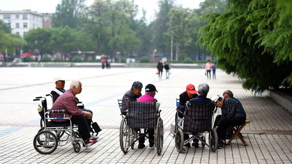 物业发展养老服务,利于解决社区养老难题 | 新京报社论