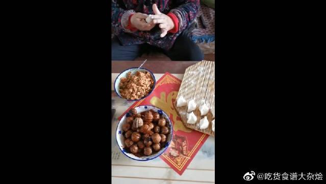 奶奶用核桃包饺子,本想批评她…………