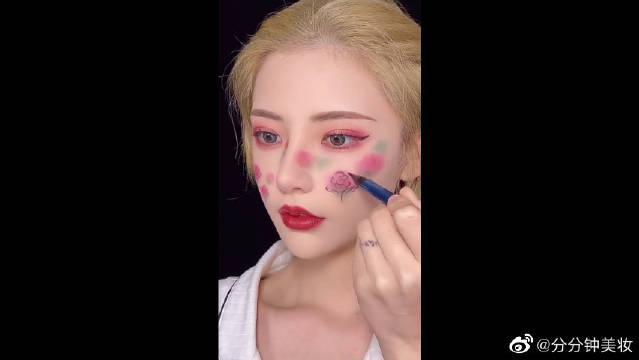 美术生的手果然神奇,连化妆都与众不同,在脸上画画也同样绝美