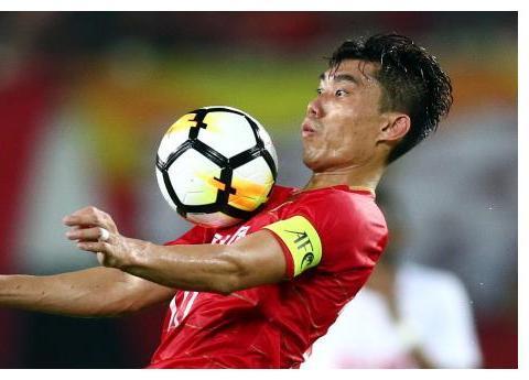 恒大变天!郑智缔造中国足球历史,1人身兼3职,爬到卡纳瓦罗头上