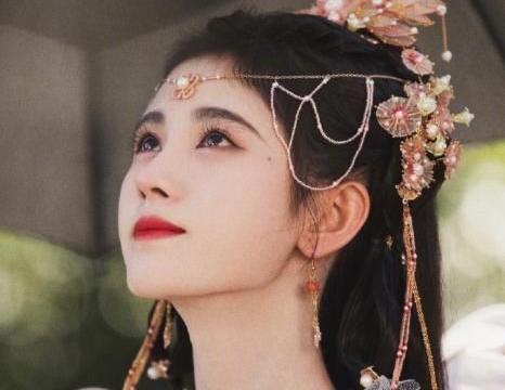 鞠婧祎模仿千颂伊,再现《来自星星的你》经典桥段,粉丝:无语